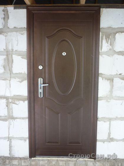Установленная китайская металлическая дверь
