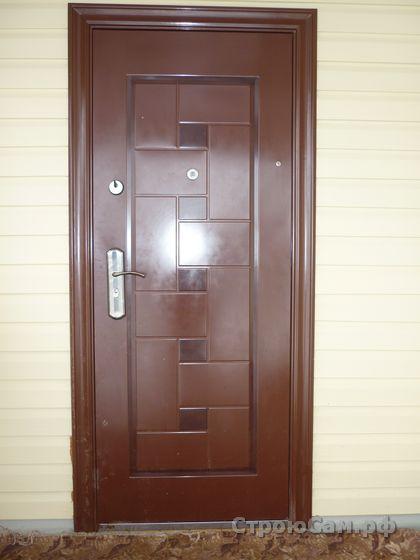 Китайская металлическая дверь под навесом