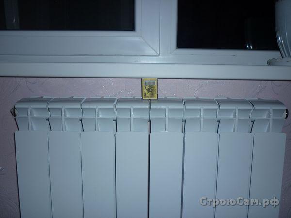 Зазор между подоконником пластикового окна и батареей составляет 50 мм
