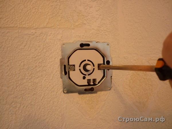 Установка внутреннего выключателя с регулятором в монтажную коробку