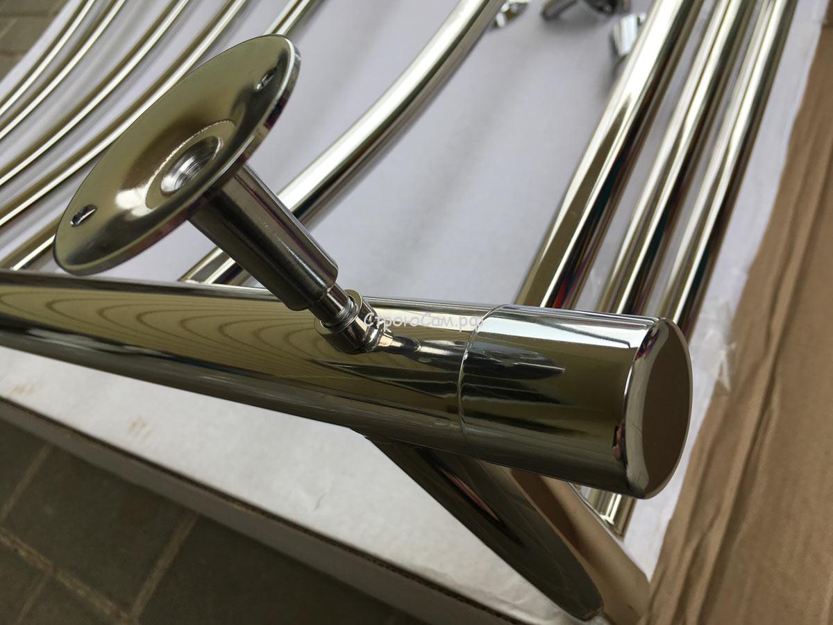 Шток держателя вкручивается во втулку приваренную к корпуса полотенцесушителя
